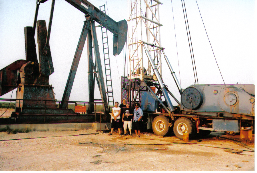 Sanders pulling unit crew in the Permian Basin - CO's Unit 1959-1 / Billy Dunivan  (Bennie, Tony and Mike Bulluck)